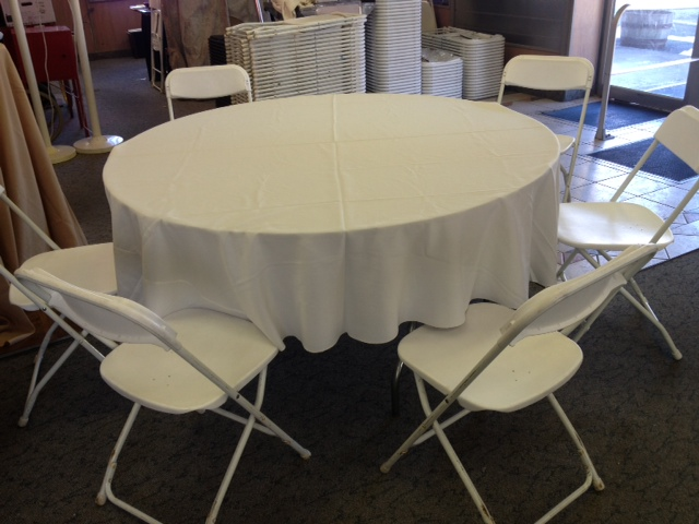 Superieur 72 X 120 ON 8 FT BANQUET TABLE 90 ROUND ON 60 IN TABLE  JUST ABOVE THE SEAT